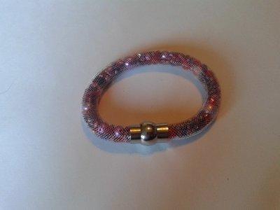 witte stardust armband met allerlei paarse kralen